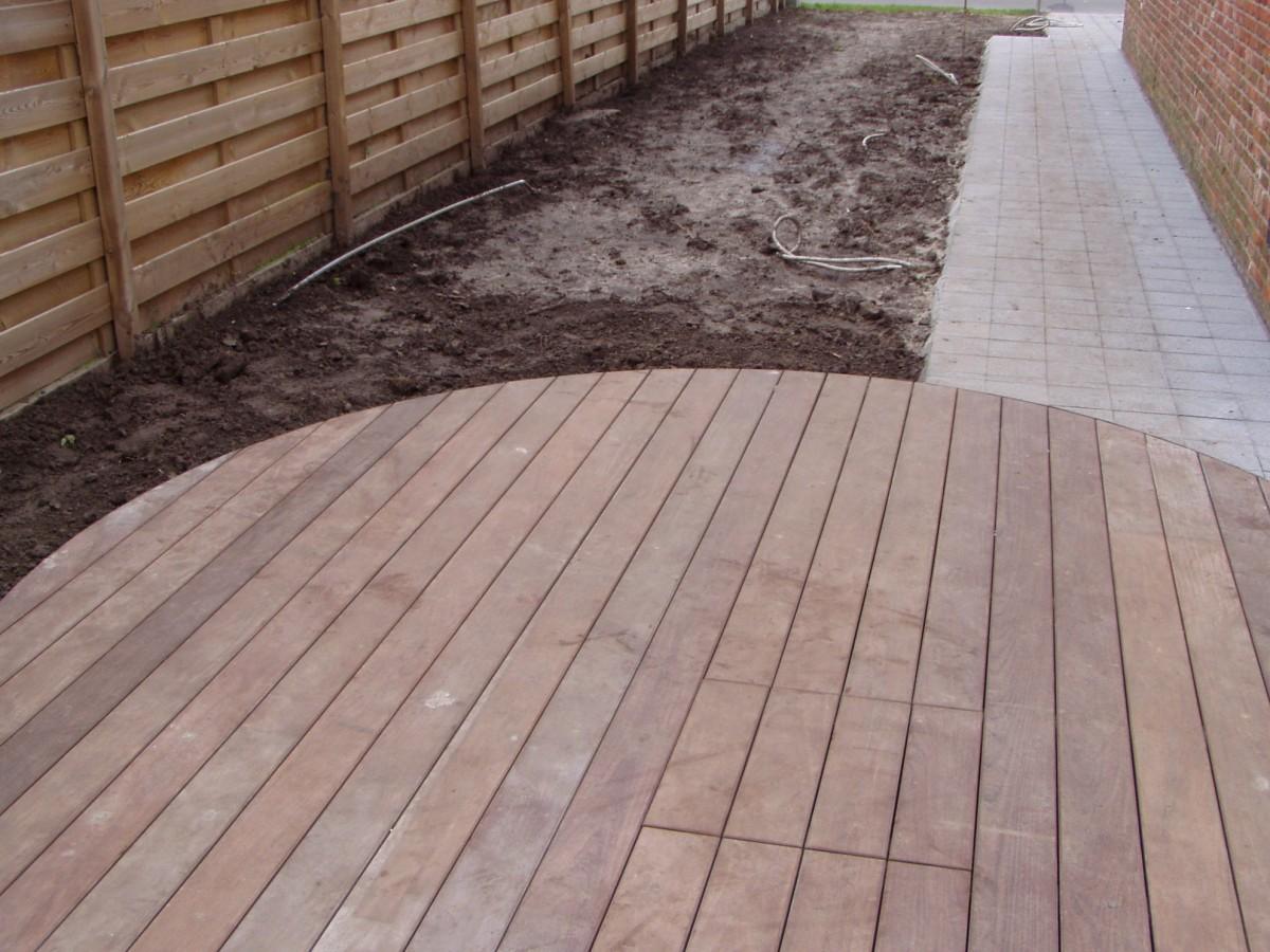 Houten terras tuinen desoete tropisch hout of ge mpregneerd den - Zwembad terras hout photo ...